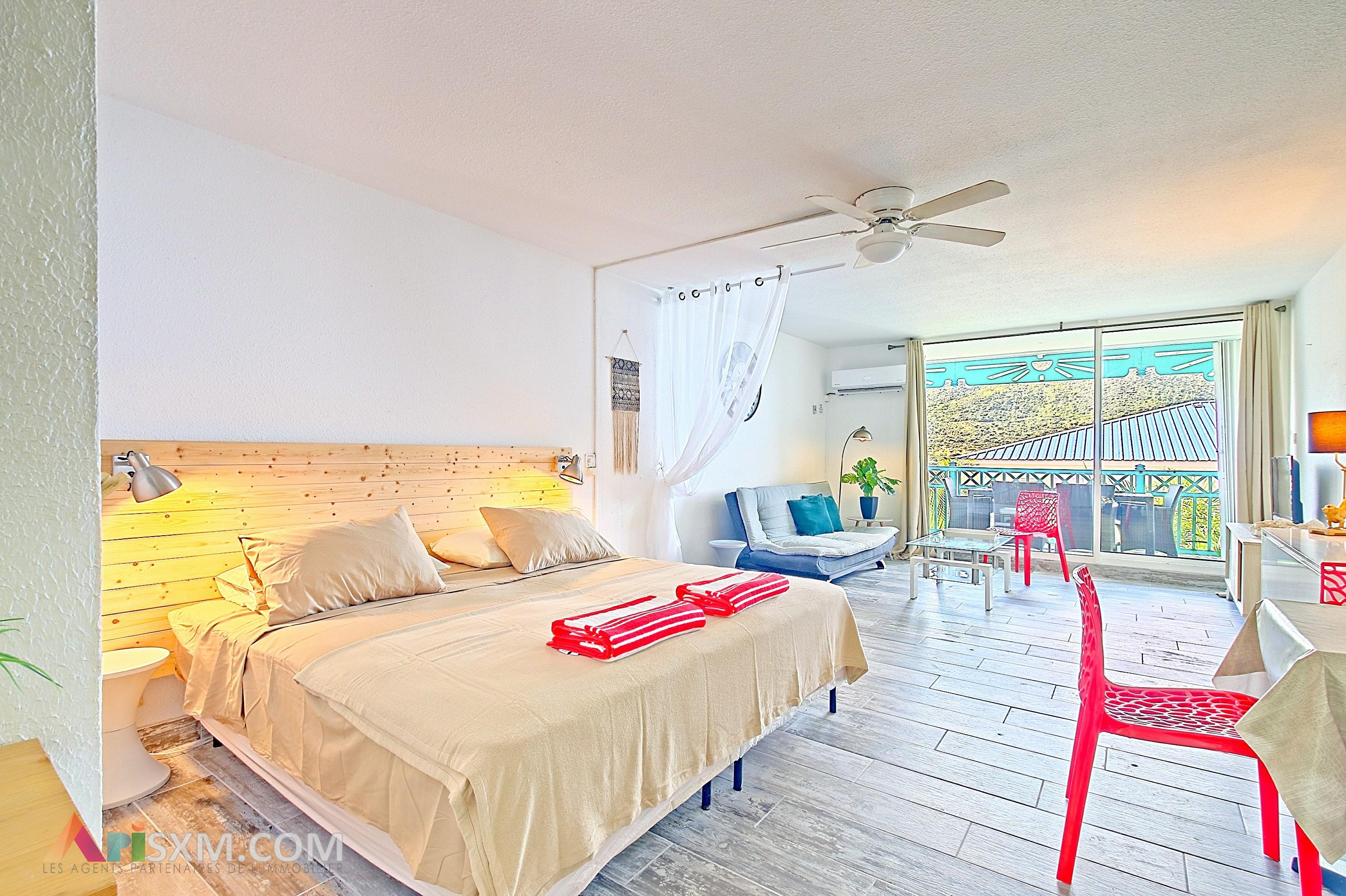 Spacious studio close to the Orient Bay beach
